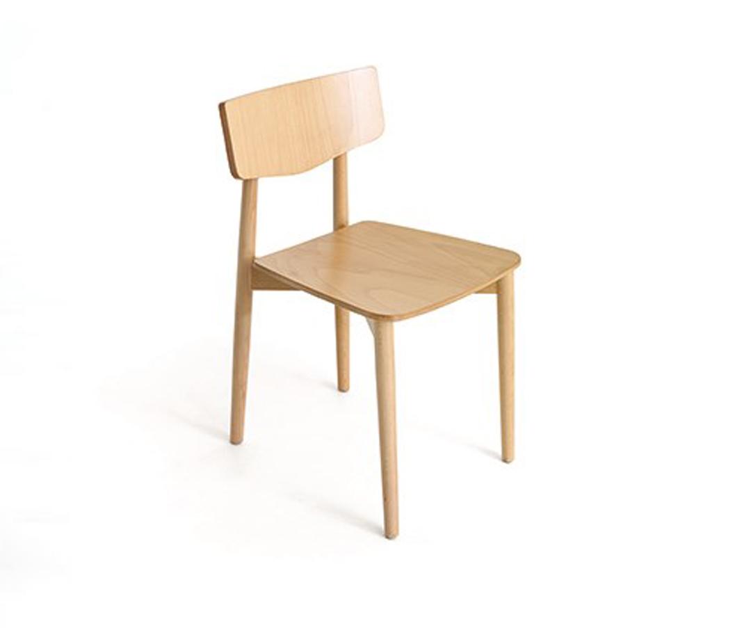 Sillas sillas de madera tapizadas taburetes for Sillas modernas de madera tapizadas